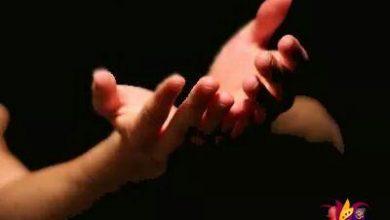 تصویر از دعایمان با سقف گناهانمان برخورد می کند  و دلمان را خوش می کنیم که صلاح نبود