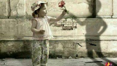 تصویر از خنده هایت تعادل هر دلی را بر هم می زند ، اما تو بخند … همین مرا کافی است