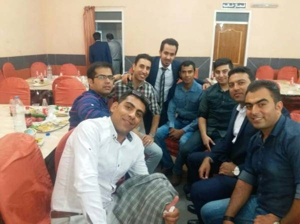 در کنار دوستان همکلاسی